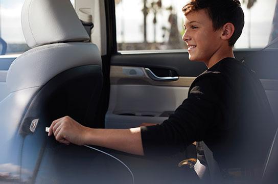 Palisade 2-row passenger USB charging port